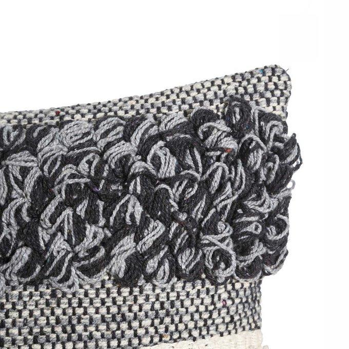 Декоративная подушка серого цвета
