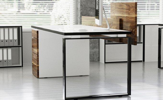 Рабочий стол для персонала с фасадом цвета Дуб и черной проставкой