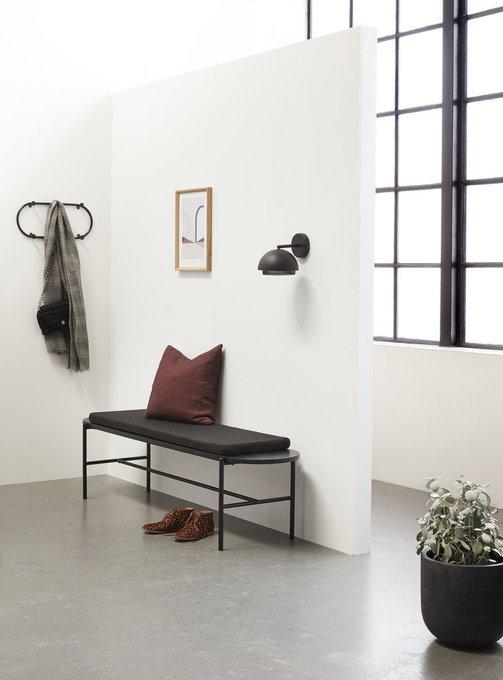 Банкетка из черного дерева с мягкой подушкой
