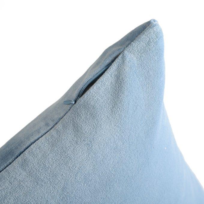 Подушка декоративная Essential из хлопкового бархата светло-синего цвета