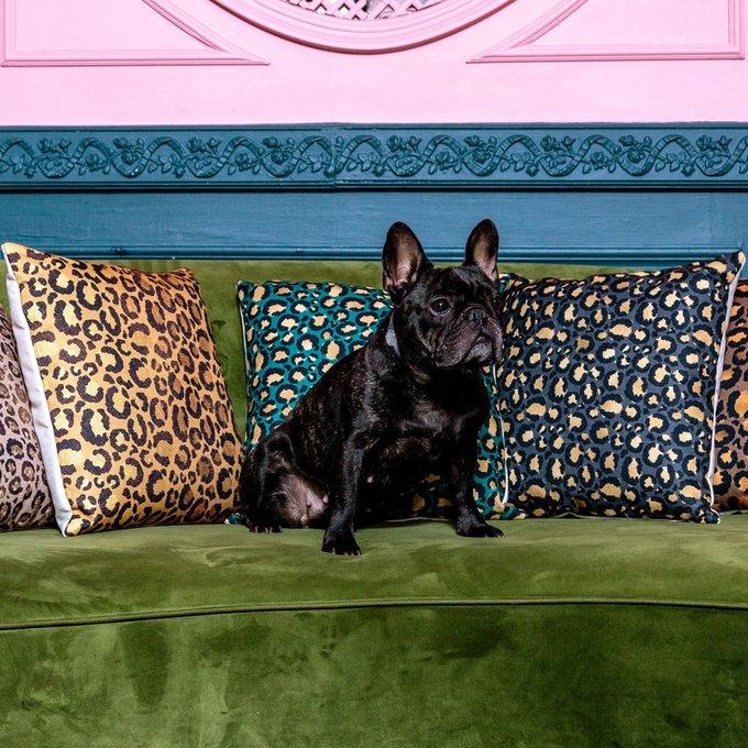 Интерьерная подушка Леопард изумрудного цвета