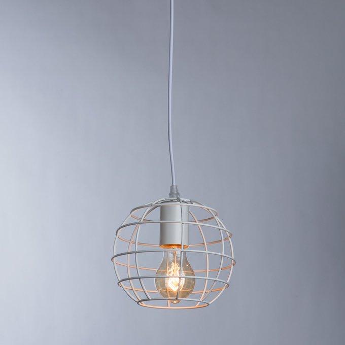 Подвесной светильник из металла белого цвета