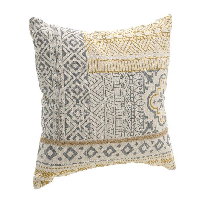 Подушка декоративная с орнаментом
