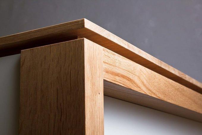 Обеденный стол из массива дуба с белыми царгами