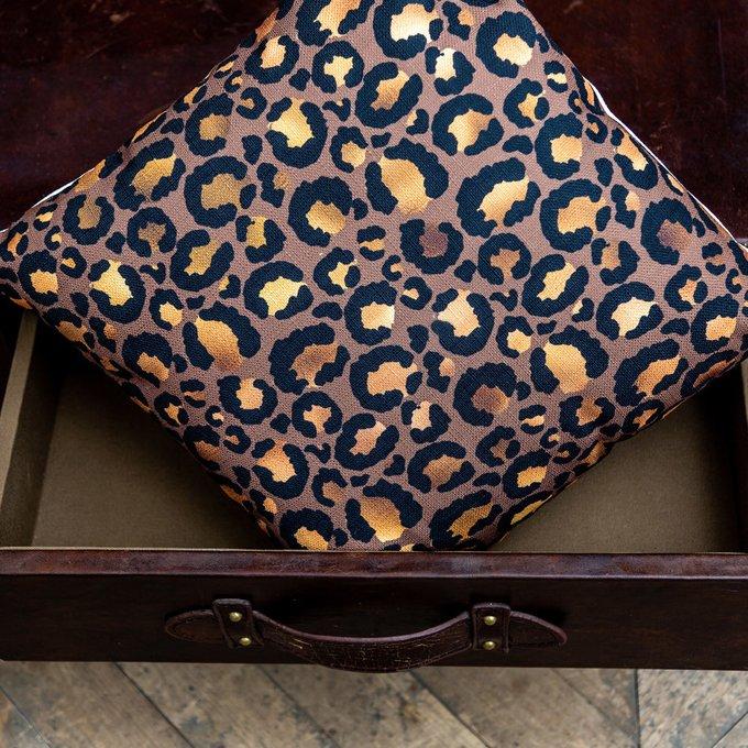 Интерьерная подушка Леопард шоколадного цвета