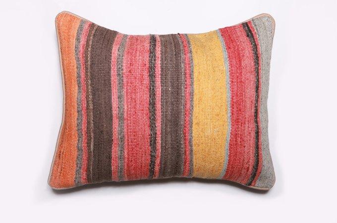 Подушка  декоративная из шерсти 45х60