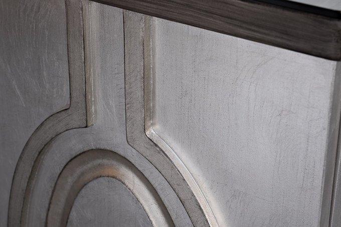 Дизайнерский комод серебряного цвета с медальонами