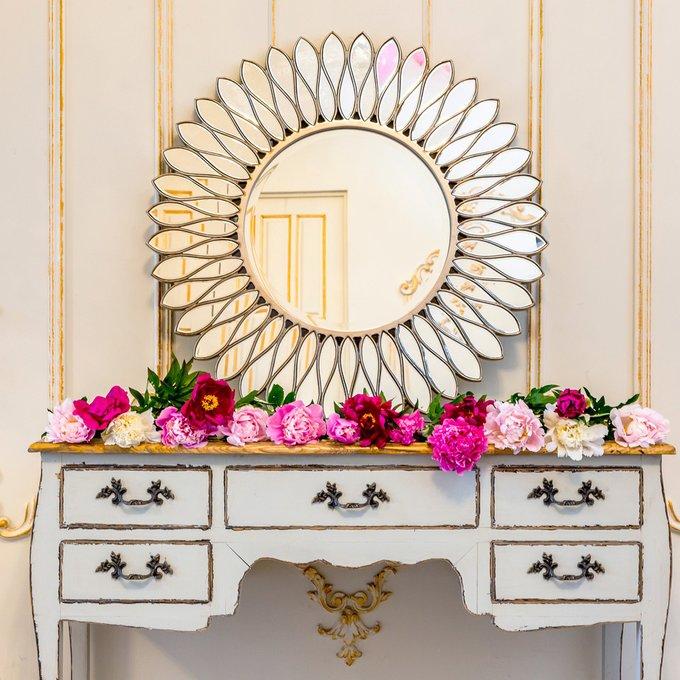 Настенное зеркало Сириус с орнаментом из полиуретана