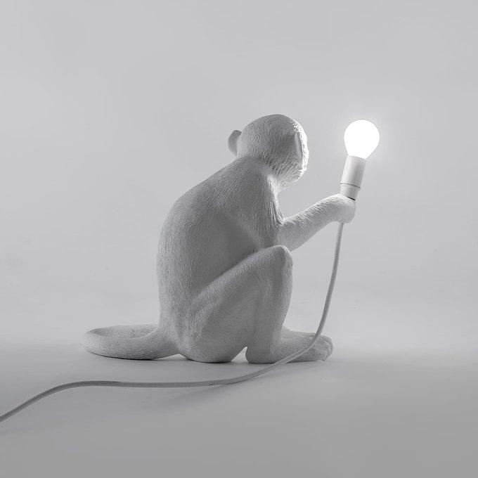 Настольная лампа SelettI Monkey из смолы белого цвета