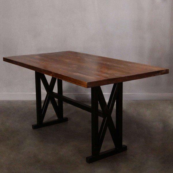 Обеденный стол из массива сосны на металлическом подстолье