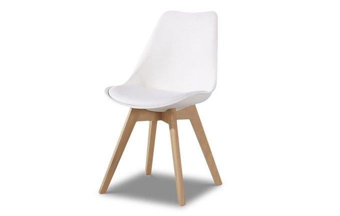 Обеденный стул с белой обивкой