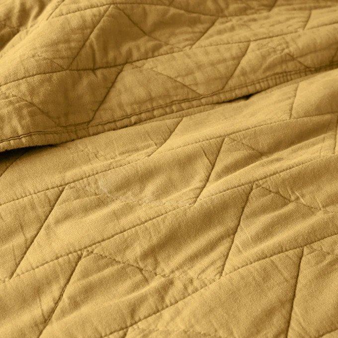 Покрывало Scenario стеганое желтого цвета с зигзагообразной прострочкой 230x250