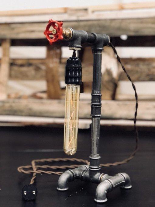 Настольный светильник в стиле лофт Titleholder из дерева и металла
