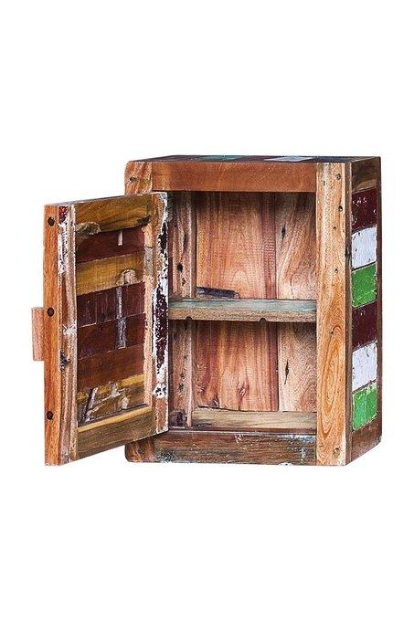 Навесной шкаф Бендер из массива старого рыбацкого судна