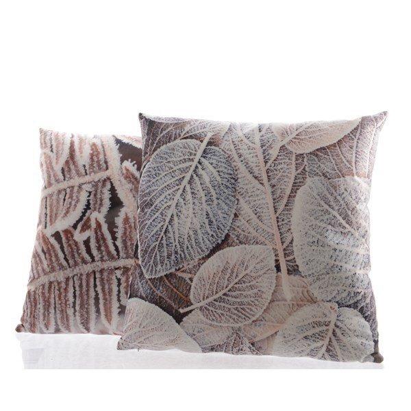 Вельветовая подушка с принтом из листьев