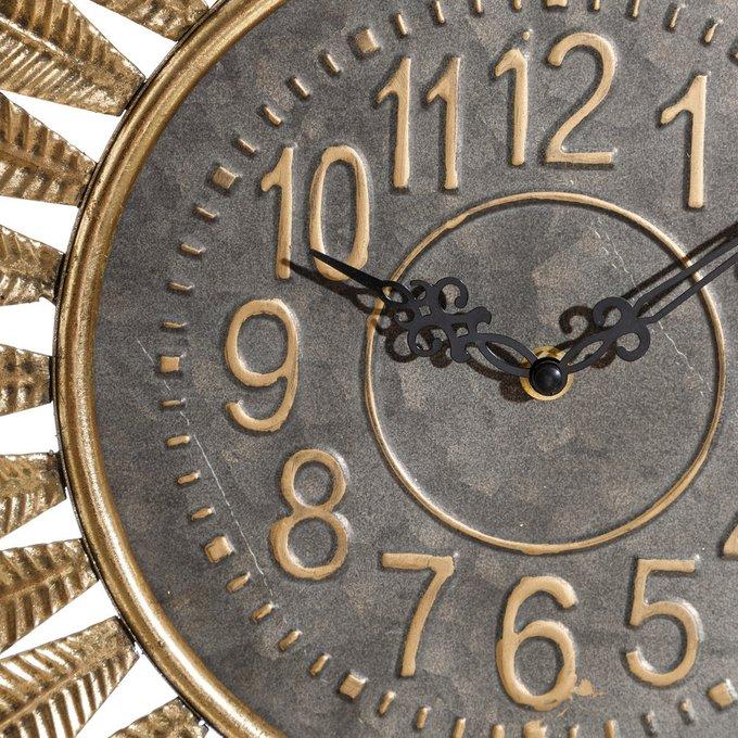 Часы настенные золотистого цвета