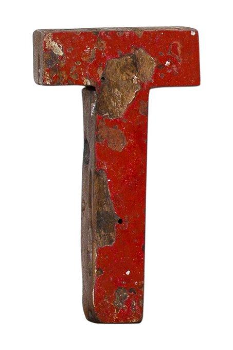 Декор буква T из фрагмента рыболовецкого судна