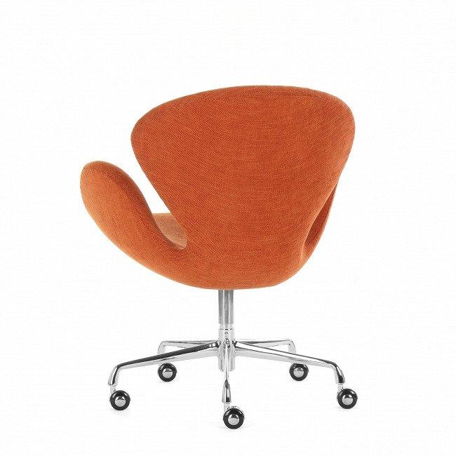 Кресло на колесиках оранжевого цвета