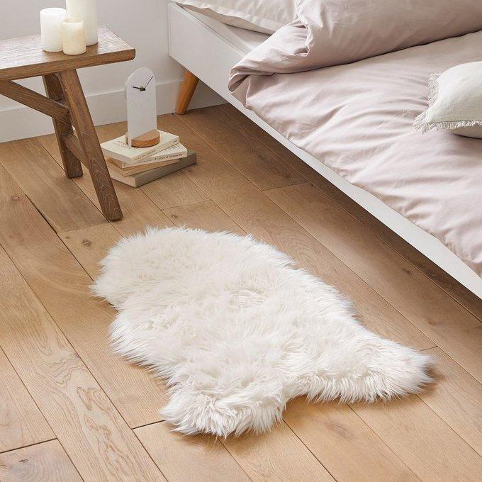 Прикроватный коврик Livio под мутон белого цвета 55x90 см