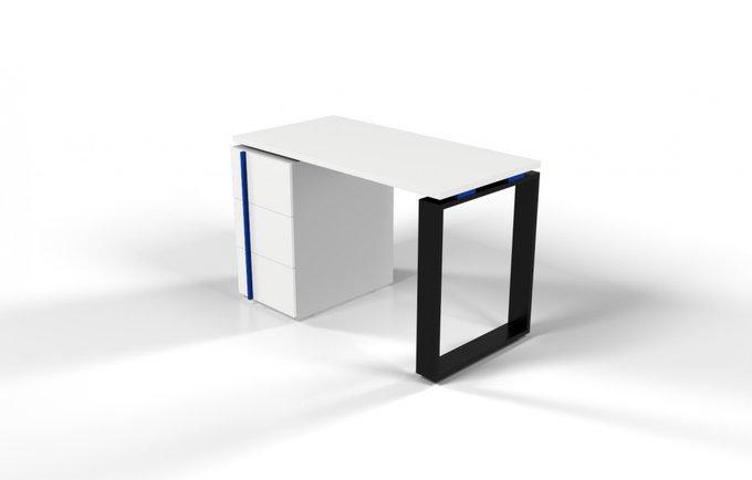 Рабочий стол для персонала белый с синей проставкой