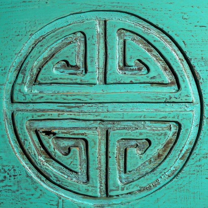 Платяной сундук с изображением Дугуй хээ