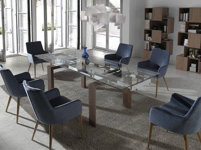 Раздвижной обеденный стол со стеклянной столешницей