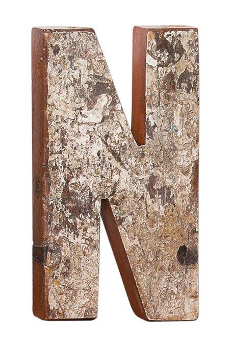 Декор буква N из фрагмента рыболовецкого судна