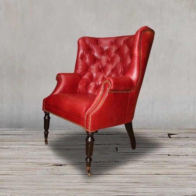 Кресло красного цвета