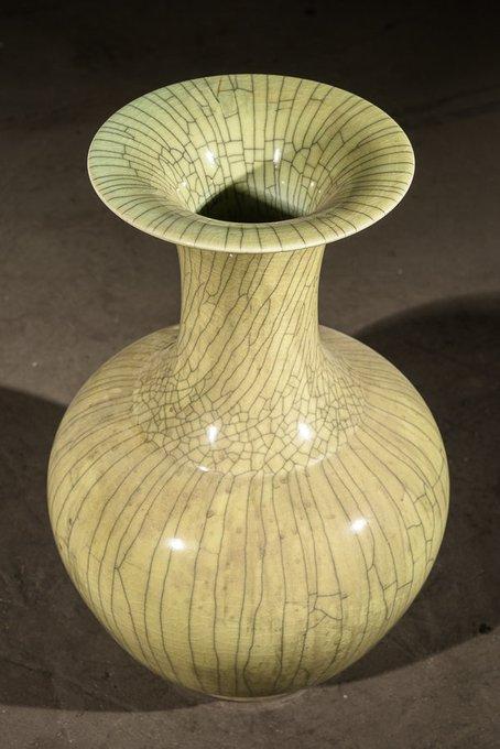 Традиционная китайская глазурованная ваза