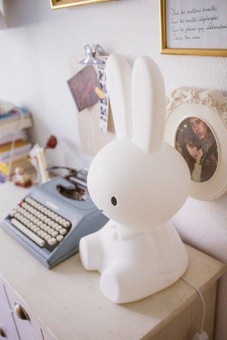 Детская настольная лампа Зайка Miffy белого цвета