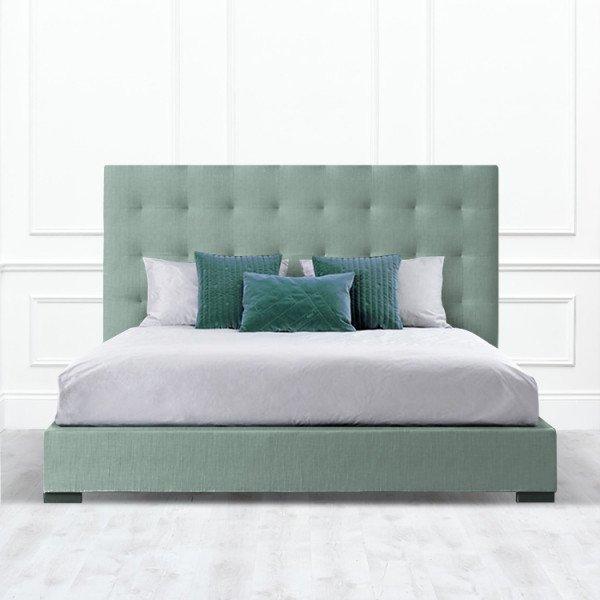 Кровать Irvine из массива с обивкой зелено-серого цвета
