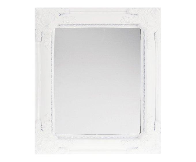 Настенное зеркало в красивой раме