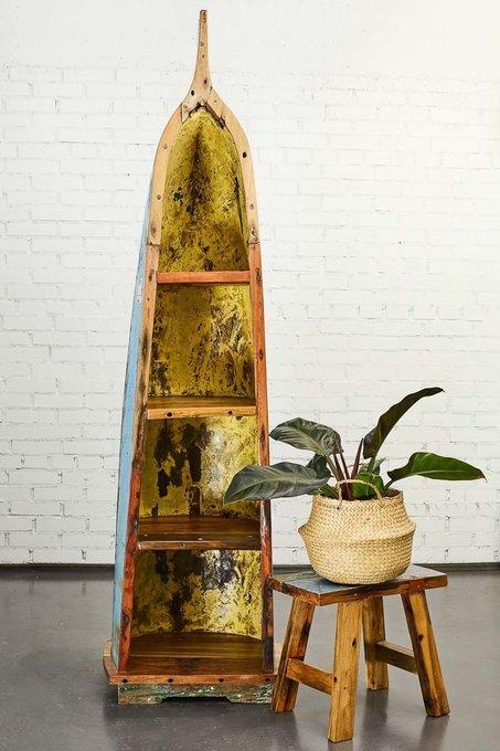 Стеллаж из лодки Делакруа из старой рыбацкой лодки
