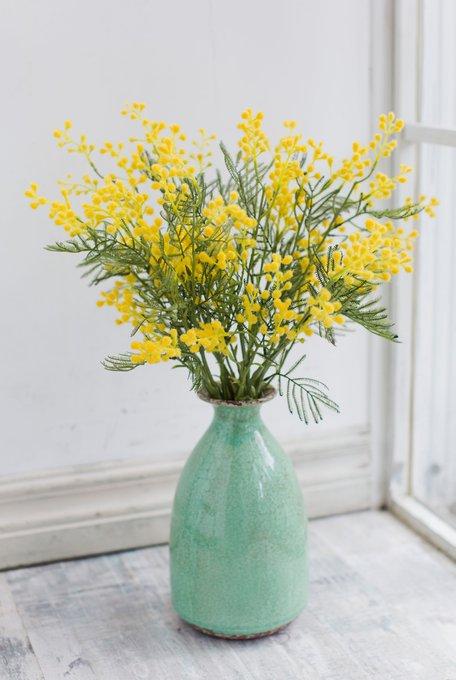Композиция из искусственных цветов - Мимоза в вазе