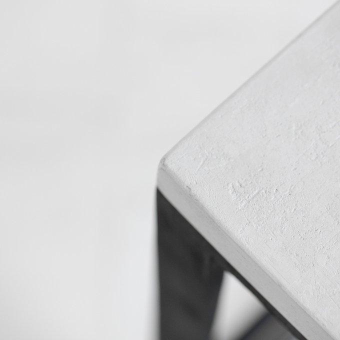 Барный табурет Cube с сидением из микробетона