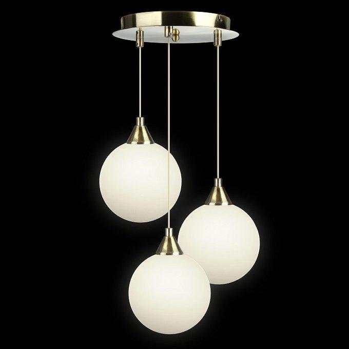 Подвесной светильник с белыми плафонами в виде шара