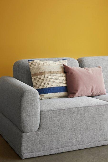 Модульный трехместный диван с пуфом светло –серого цвета