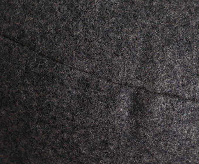 Пуф серого цвета с ручкой