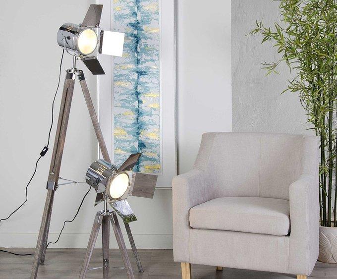 Лампа напольная на треножнике