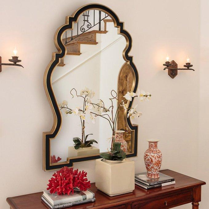 Настенное зеркало Фернандо в раме с золотым контуром