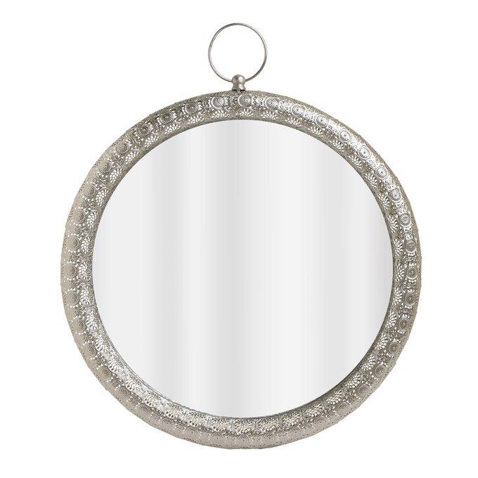 Настенное зеркало в металлической раме серебристого цвета
