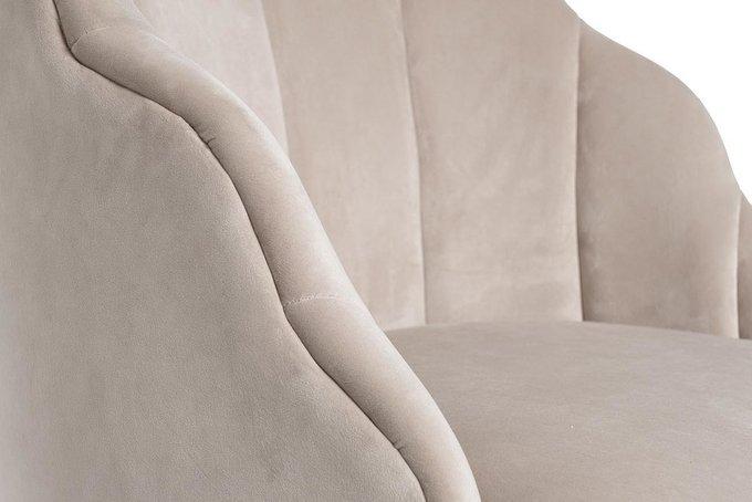 Кресло в обивке из велюра кремового цвета