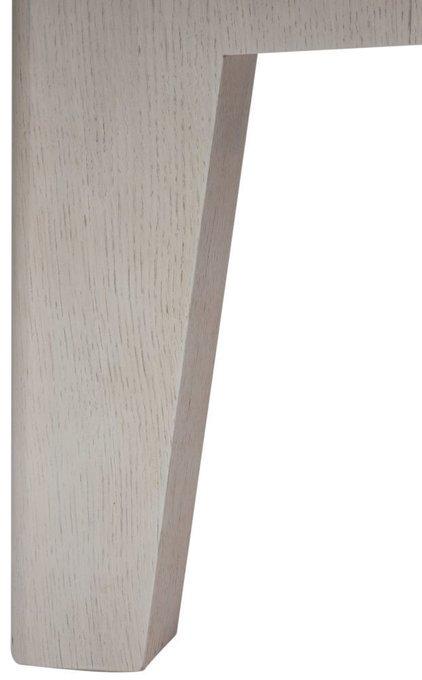 Стол обеденный с отделкой из натурального дерева