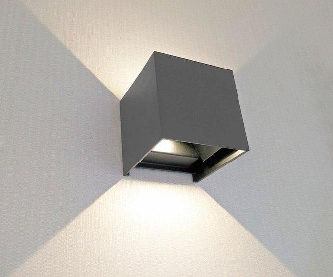 Уличный настенный светодиодный светильник Куб темно-серого цвета