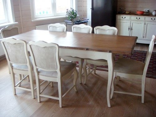 Обеденный стол из массива с фигурным основанием