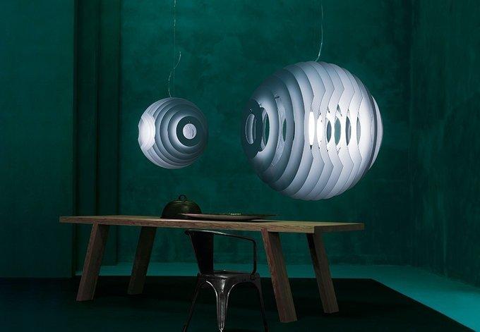 Подвесной светильник Foscarini SUPERNOVA  выполнен из параллельно соединенных дисков из металла