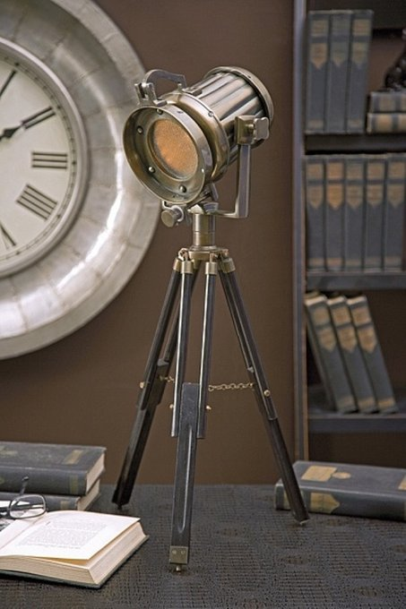 "Прожектор ""Lawson tripod tabletop lamp"""