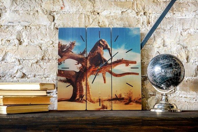 Настенные часы Слон на дереве в абстрактной стилистике 50х50