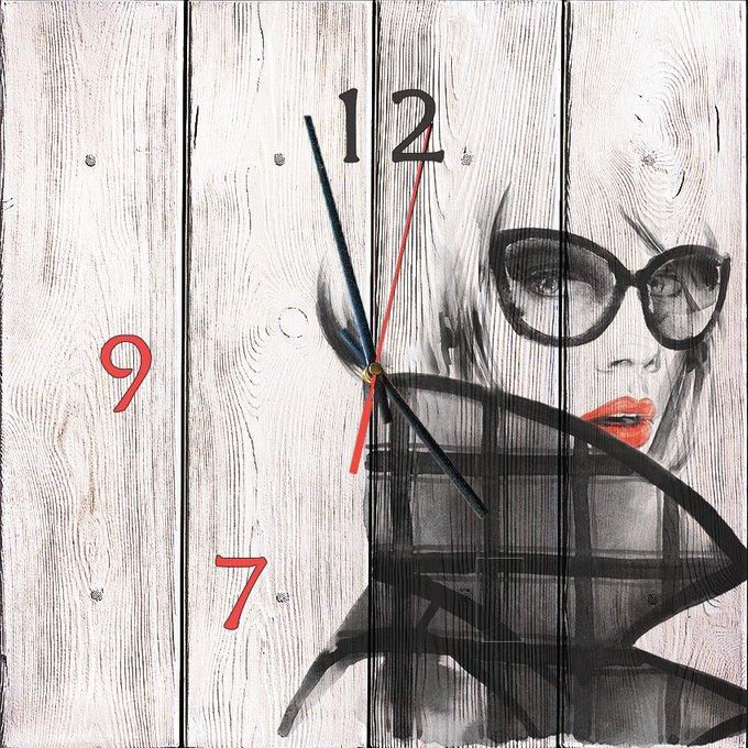 Настенные часы Модница из дерева 50х50