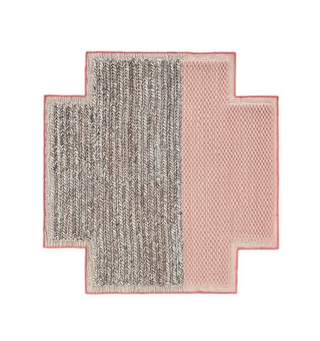 Ковер Plait Pink серо-розового цвета 160х160